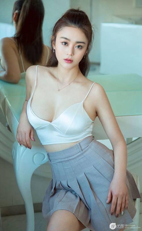 性感超短裙美少妇丰满身材图片_WWW.66152.COM