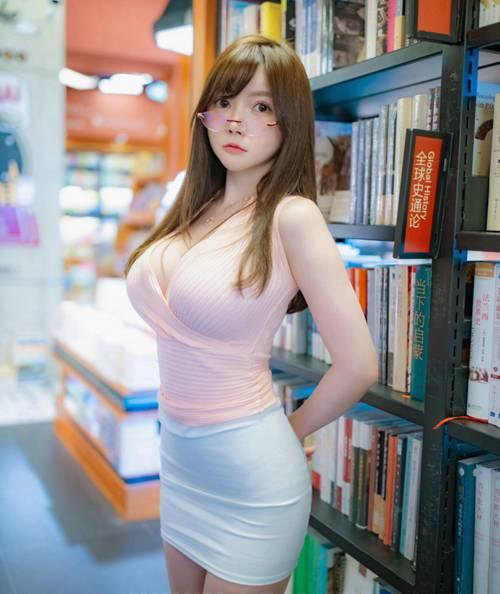 超丰满美女前凸后翘好身材图片_WWW.66152.COM