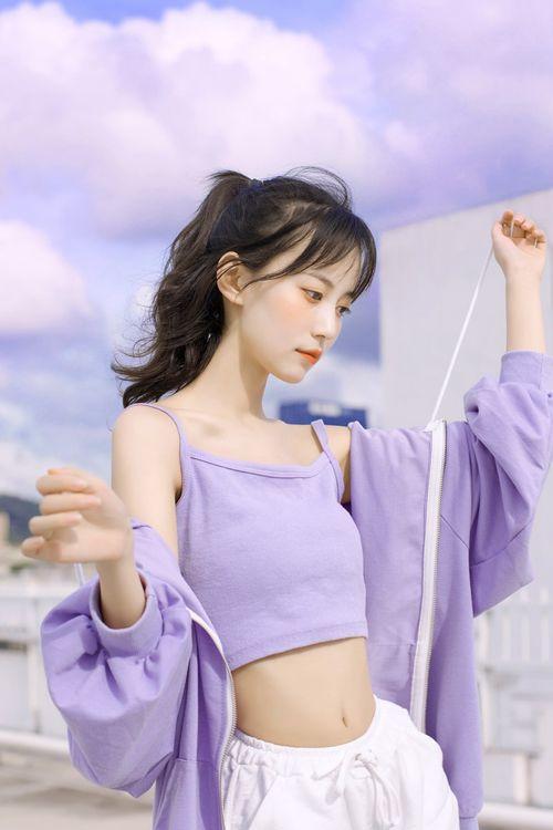 身材纤细的骨感美女细腰惹火辣图_WWW.66152.COM