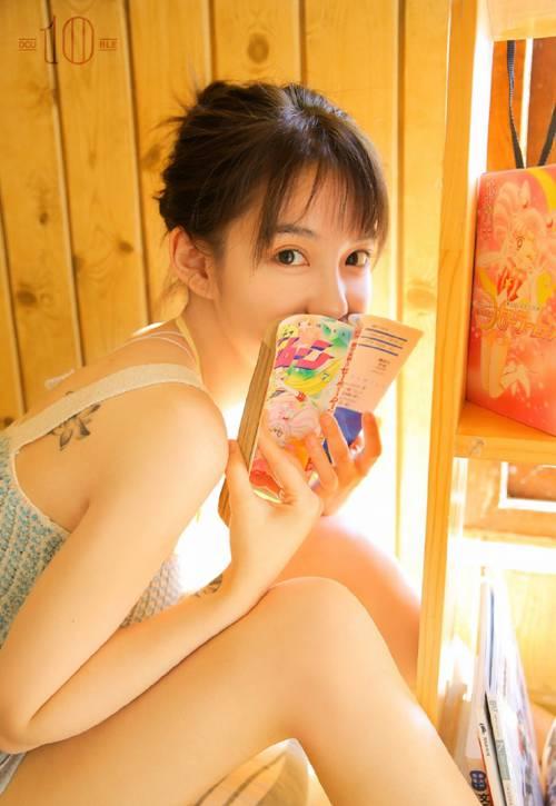 未成年吊带萝莉美女尤物骨感身材人体艺术图片_WWW.66152.COM