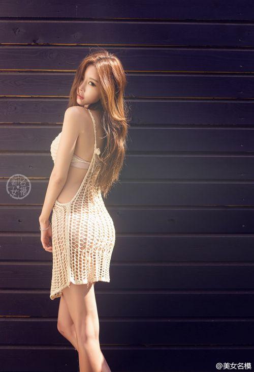身材高挑骨感的大胸美女_WWW.66152.COM