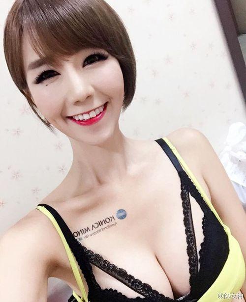 短发骨感大胸性感锁骨美女_WWW.66152.COM