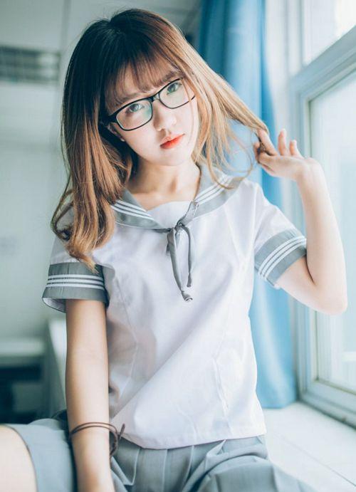 清纯校园素人眼镜妹黑丝美腿教师个人写真_WWW.66152.COM