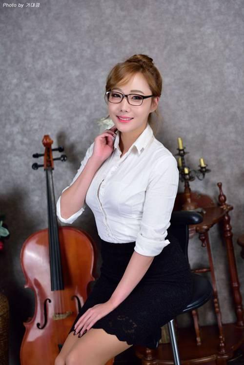 韩国气质眼镜少妇超短诱惑_WWW.66152.COM