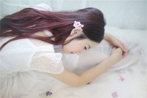 美臀女王玛鲁娜眼镜装黑丝丰满娇躯更显诱惑_WWW.66152.COM