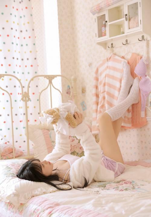 超短裤美少女白丝美腿私房图片_WWW.66152.COM