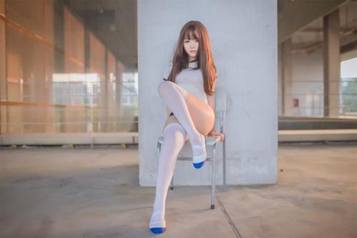 性感少女白丝美腿翘臀诱惑图片_WWW.66152.COM