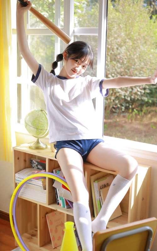 体操服学生妹白丝美腿教室美图_WWW.66152.COM