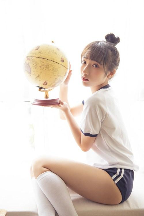 体操服学生妹白丝美腿教室图片_WWW.66152.COM