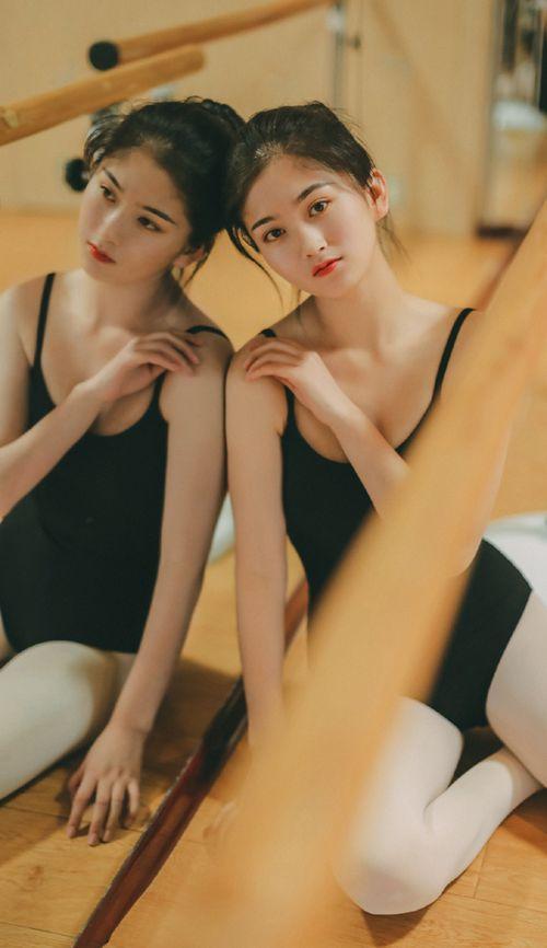 舞蹈服白丝美人气质优美私拍_WWW.66152.COM