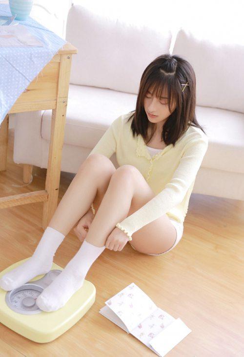 佛系少女美腿白丝诱人私拍_WWW.66152.COM