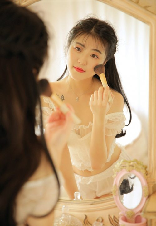 白丝萝莉少女唇红齿白文艺图片_WWW.66152.COM