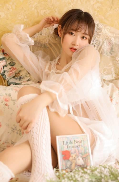 极品学生妹白丝大长腿精品美女图库_WWW.66152.COM