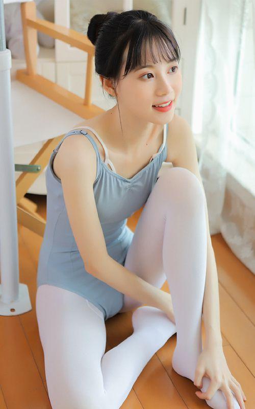 舞蹈学生清纯干净长腿白丝艺术照_WWW.66152.COM