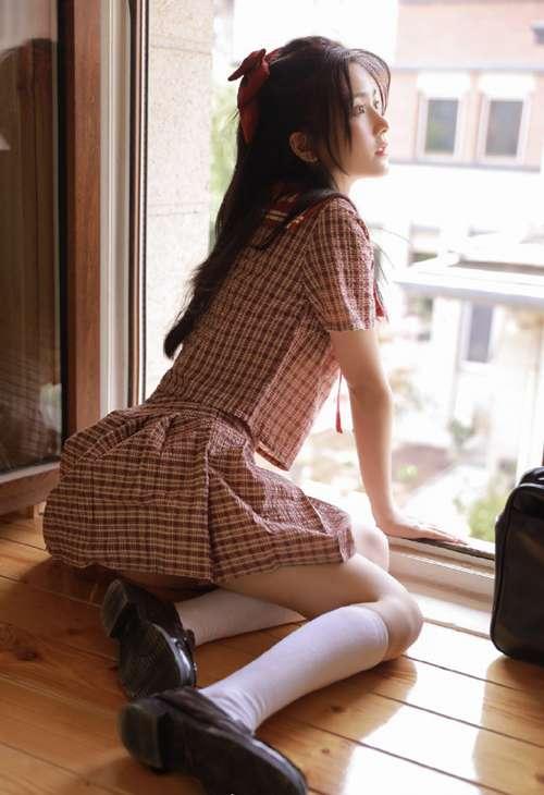 jk制服妹子白丝筒袜迷人养眼图集_WWW.66152.COM
