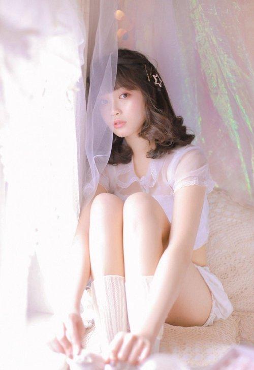 粉嫩小妹肌肤白皙白丝梦幻图片_WWW.66152.COM