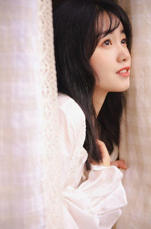 邻家女孩漂亮脸蛋精致侧颜图片_WWW.66152.COM