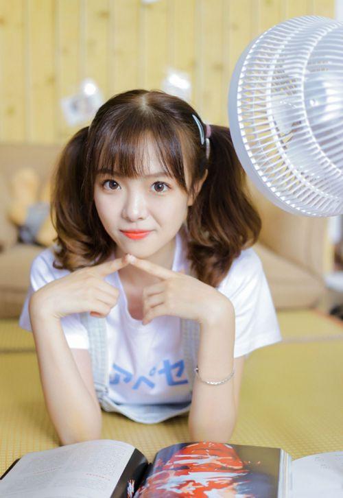 邻家女孩杏眼红唇清纯美女图片_WWW.66152.COM