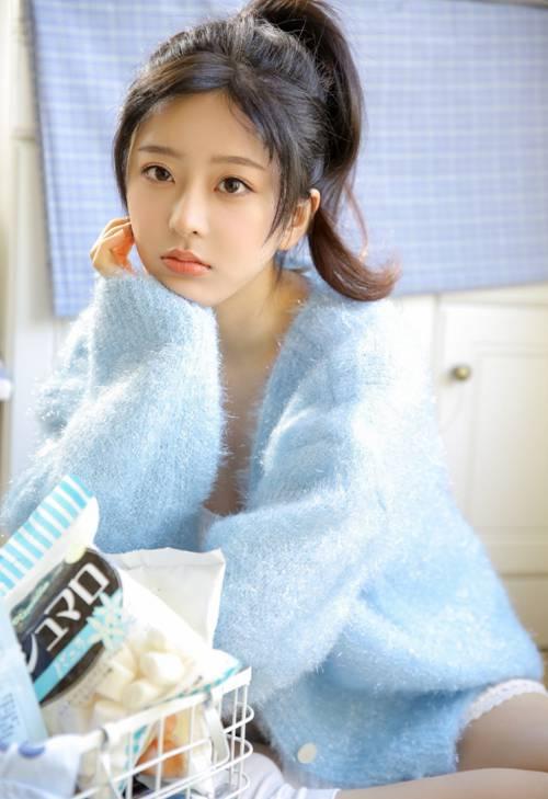 长腿修长的邻家小姐姐肤白貌美清纯唯美人体艺术摄影_WWW.66152.COM