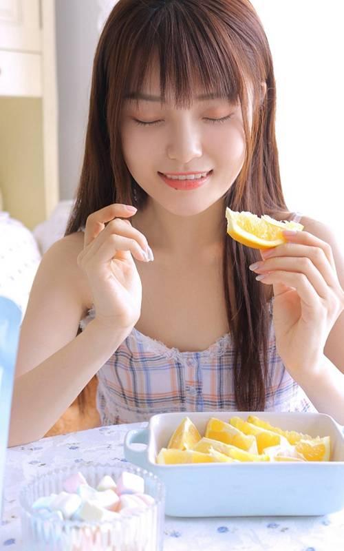 邻家姐姐美女模特吊带格子裙性感甜美诱惑图片_WWW.66152.COM