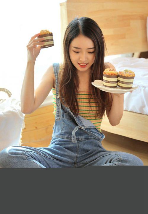 邻家大姐姐清纯养眼背带裤撩人养眼小清新图片_WWW.66152.COM