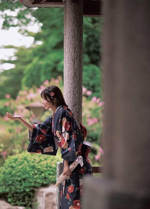 温婉和服妹子气质柔和古风摄影_WWW.66152.COM
