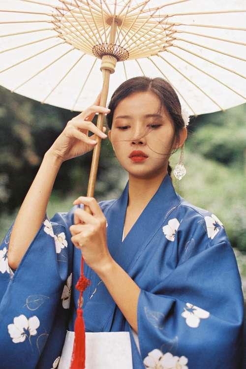 和服美女温婉古风摄影图片_WWW.66152.COM