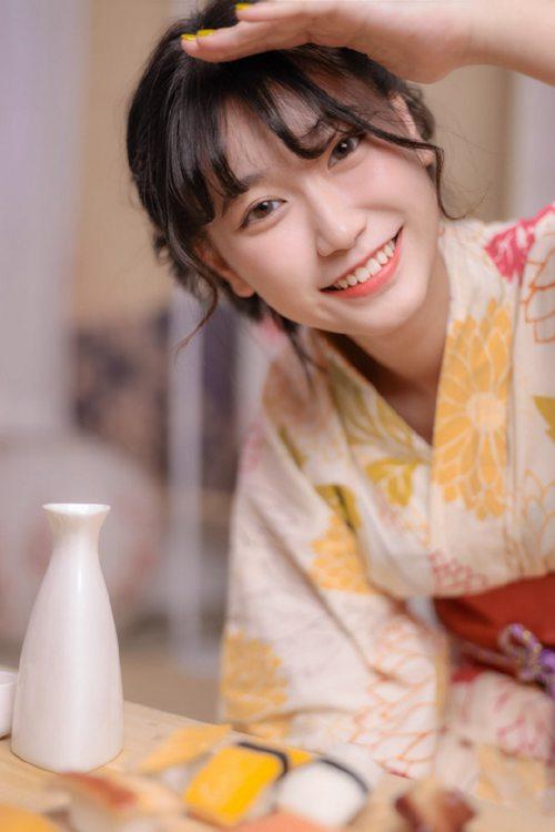 笑靥如花的和服美人唯美图片_WWW.66152.COM
