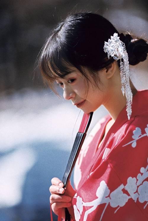 日本和服美女雪地撩人性感开放人体艺术图片_WWW.66152.COM