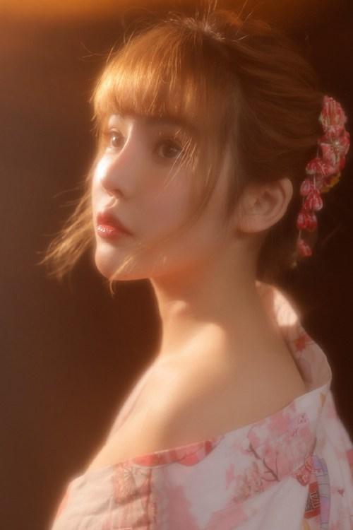日本和服美女白皙香肩性感妖娆人体艺术图片_WWW.66152.COM
