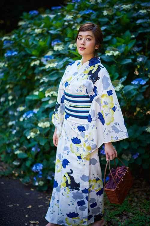 日本和服美女真空无内衣乳沟诱惑气质性感人体艺术图片_WWW.66152.COM