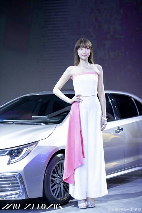 美女车模漂亮脸蛋完美身材图片_WWW.66152.COM