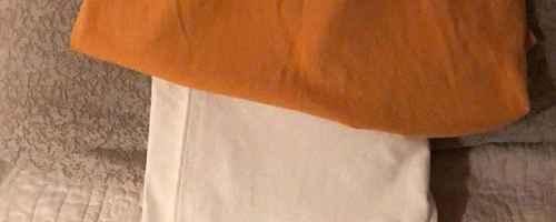 黄色上衣搭配什么颜色裤子_WWW.66152.COM