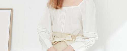 白色方领上衣怎么搭配_WWW.66152.COM