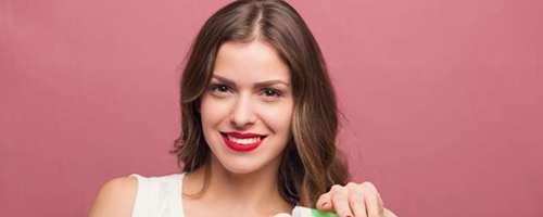 妆前乳和粉底液怎么用_WWW.66152.COM