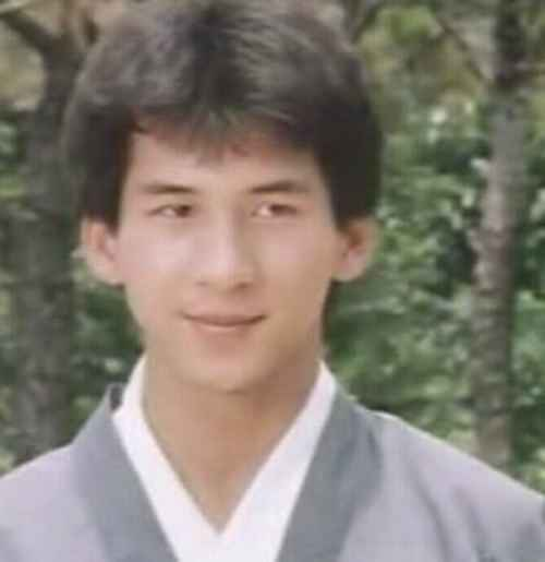曹荣年轻时候的照片_WWW.66152.COM