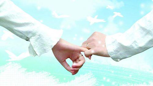 两人浪漫牵手图片大全_WWW.66152.COM