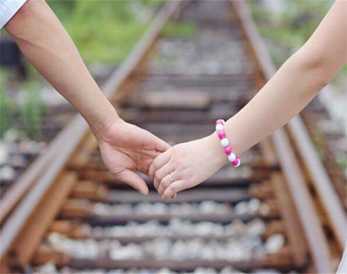 最漂亮的十指相扣牵手图片_WWW.66152.COM