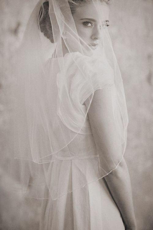 唯美有意境的女人图片_WWW.66152.COM