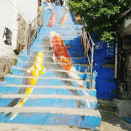 韩国首尔壁画村墙体彩绘图片_WWW.66152.COM