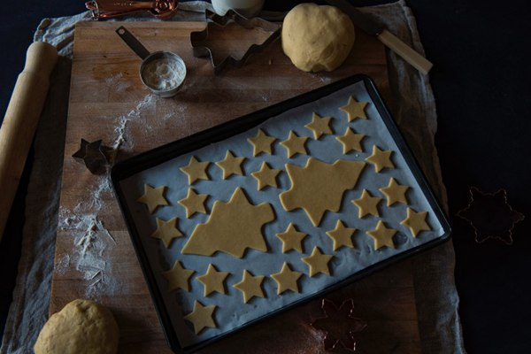 桌上的姜饼图片_WWW.66152.COM