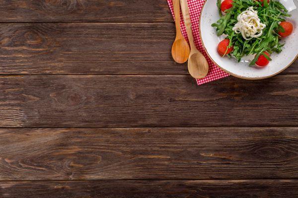 砧板上的厨具和食物图片_WWW.66152.COM