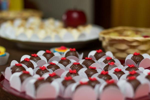 香甜的巧克力图片_WWW.66152.COM