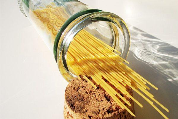 未烹饪的意大利拉面图片_WWW.66152.COM