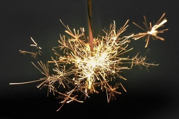 点燃的星光棒图片_WWW.66152.COM