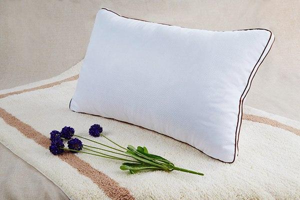 白色枕芯图片_WWW.66152.COM