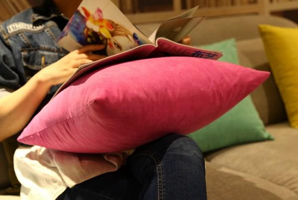各种颜色的抱枕图片_WWW.66152.COM