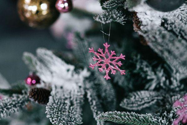 圣诞树的装饰品图片_WWW.66152.COM