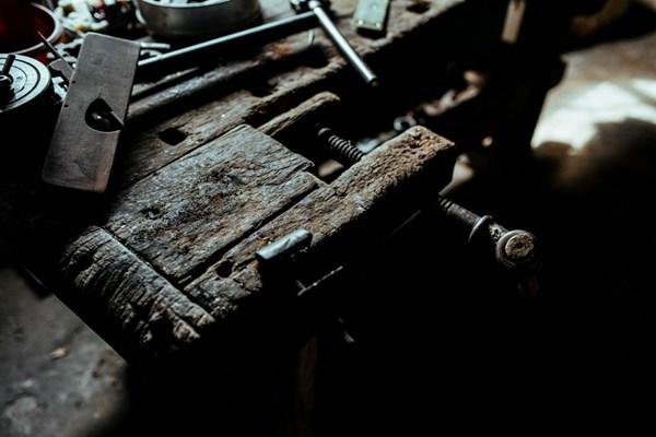 车间里的工具图片_WWW.66152.COM