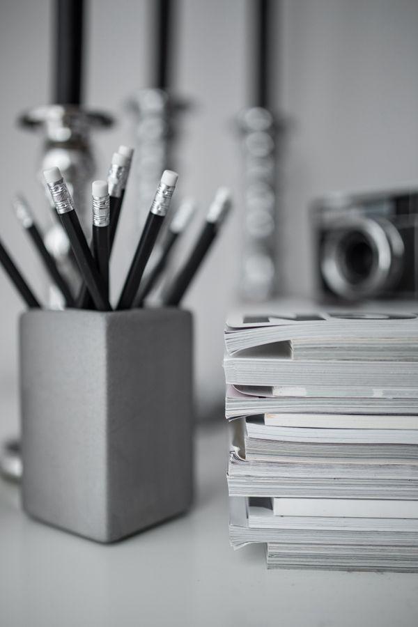 放在桌子上的铅笔图片_WWW.66152.COM
